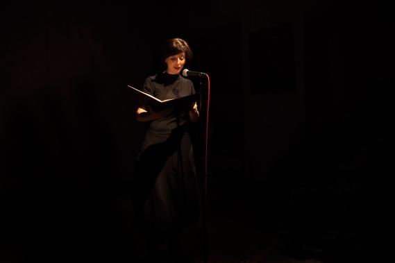 """Lesung für den Verlag """"Nimbus. Kunst und Bücher"""" aus den Memoiren von Suzanne Perrottet im Cabaret Voltaire, Zürich, 2016"""